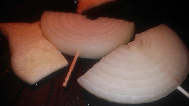 ザイグルで玉ねぎとエリンギを焼く