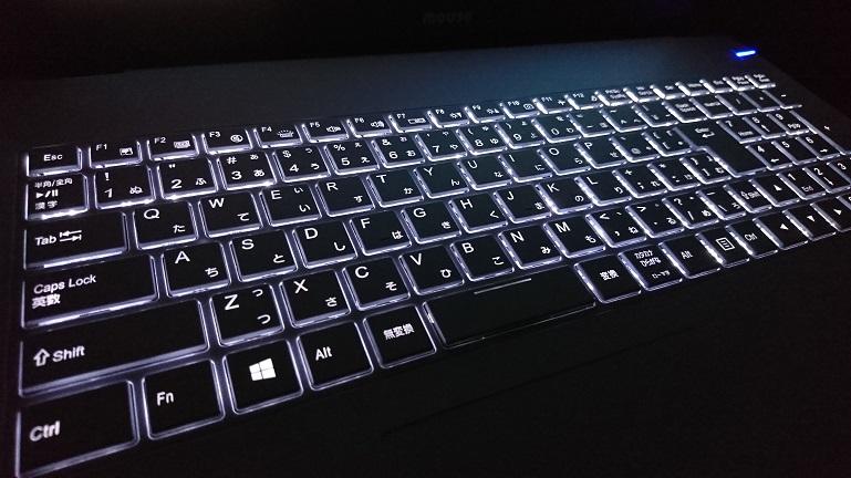 mousepc-MB-B502S-M8 暗い部屋でLEDバックライト点灯中