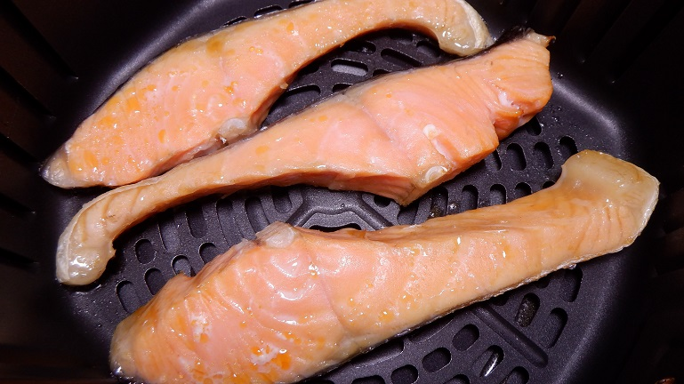 カラーラで鮭 加熱5分後
