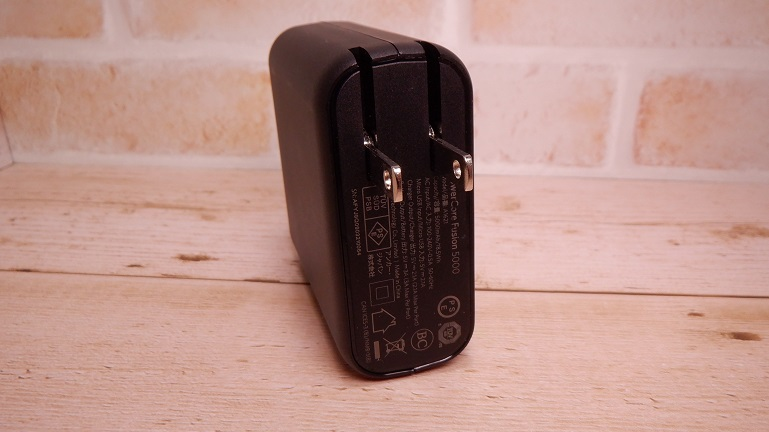 Anker PowerCore Fusion 5000 側面 ACプラグ側