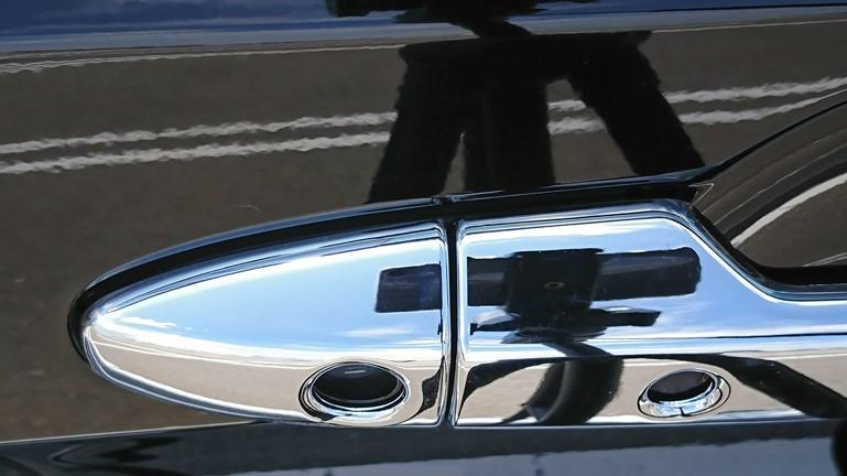 フリード ドアハンドルカバー RUIQ 取り付け後 運転席側