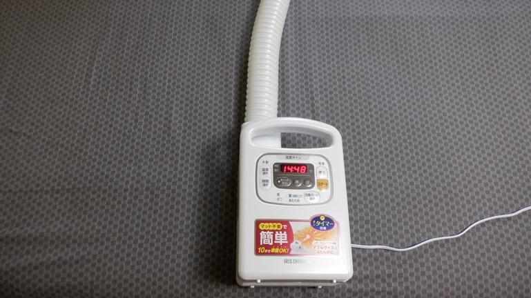 アイリスオオヤマ 布団乾燥機 カラリエ FKC3WP ホース伸ばす