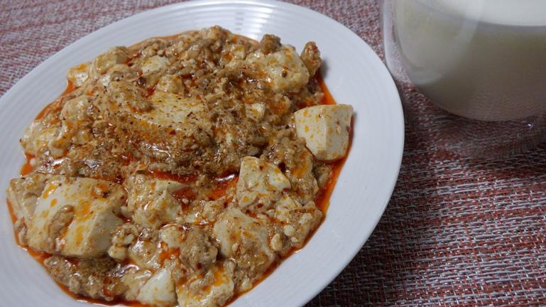 ホットクック 陳麻婆豆腐 花椒粉をかけて完成 牛乳と