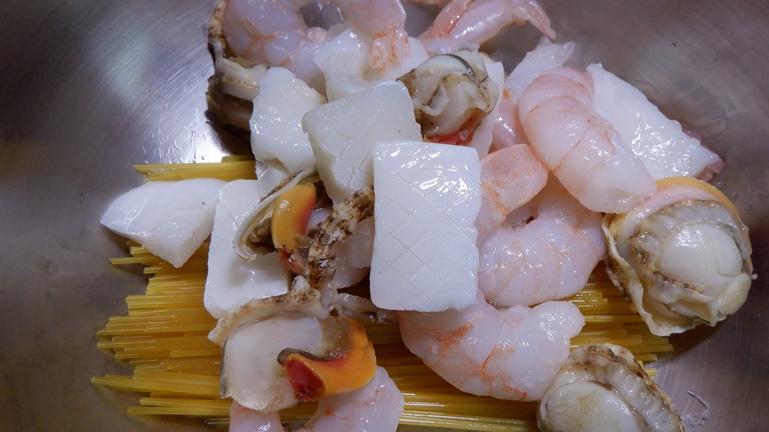 ホットクック内鍋に 海鮮ミックス投入