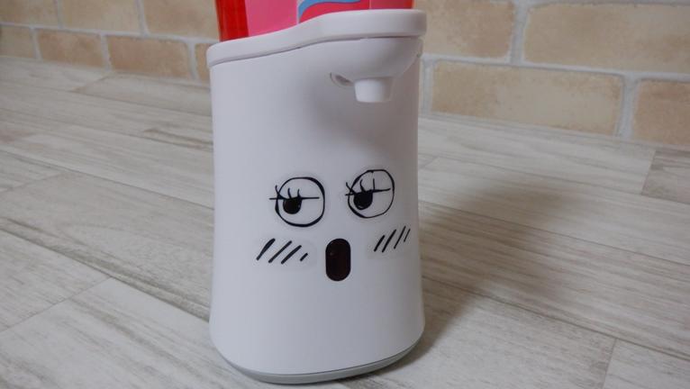 ミューズ ノータッチ泡ハンドソープ ディスペンサーにシールで顔を作る