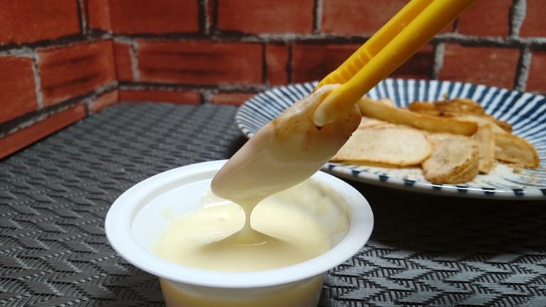 冷凍フライドポテト チーズフォンデュにつける