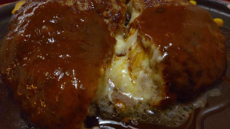 ジョイフル チーズインハンバーグのチーズ