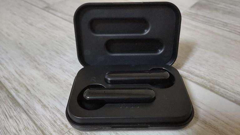 3コインズ ワイヤレスイヤホン 充電ボックスとイヤホン