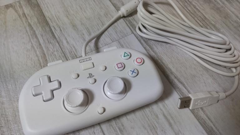 PS4用ホリワイヤードコントローラー 正面