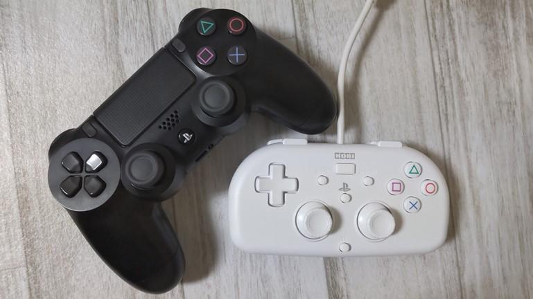 PS4用ホリワイヤードコントローラーと純正コントローラー