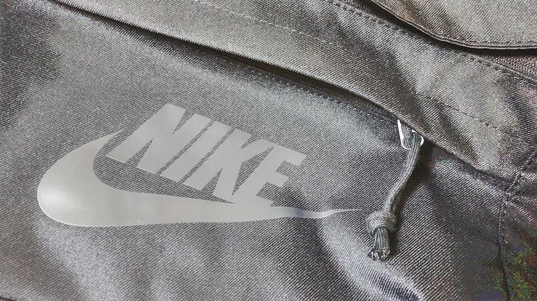 ナイキ ヒップパック ポケットの紐