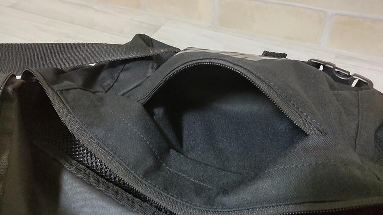 ナイキ ヒップパック ポケット1