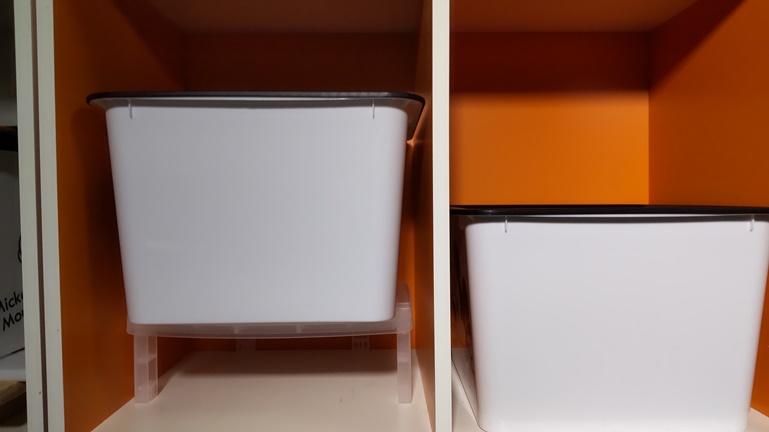 カラーボックスに収納ボックスと収納ラック